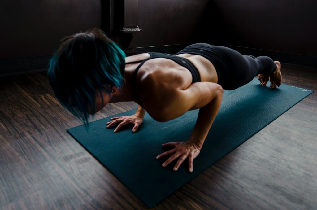 woman doing morning routine push-ups